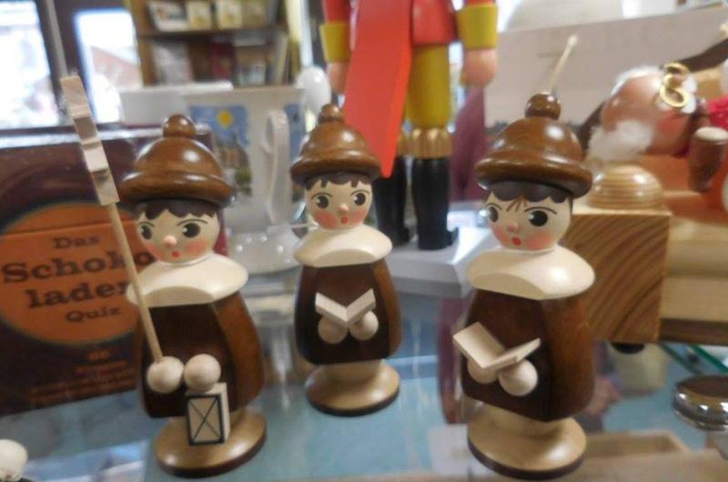 Erzgebirgische Holzkunst im Spielkartenladen