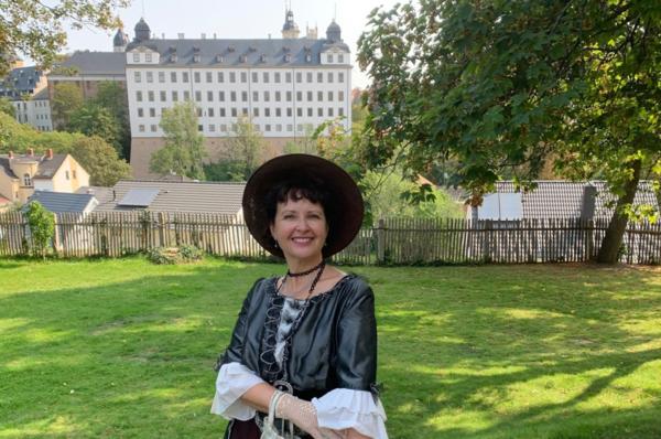 Residenzstadt Dame in Altenburg vor Schlosskulisse